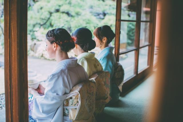 着物姿の3名の女性(和服美人)